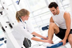 Injured man at the gym Royalty Free Stock Images