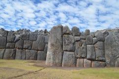 Inka kamienne ściany przy Sacsayhuaman archeologicznym miejscem, Cusco obraz stock