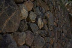 古老石墙由inka修造在Ollantaytambo 免版税库存照片