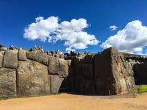 Inka-Steinmetzarbeit nahe Cusco Stockbild