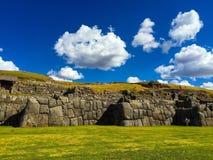 Inka väggar nära Cusco Royaltyfri Fotografi
