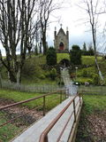 Inkakliai Lourdes Grotto y capilla, Lituania foto de archivo