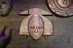 Inkamaske auf der hölzernen Wand Lizenzfreies Stockfoto