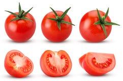 Inkasowy świeży czerwony pomidor z zielonymi liśćmi, całymi, cięcie w hal obraz stock