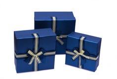 Inkasowy rząd błękitni prezentów pudełka z łękami Fotografia Royalty Free