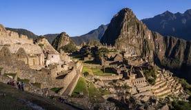 Inkastadt Machu Picchu, Peru bei Sonnenaufgang lizenzfreie stockfotos