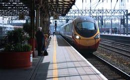 Inkomende trein stock afbeeldingen