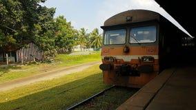 Inkomende Trein in Sri Lanka op trainstation stock afbeelding
