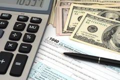 Inkomensbelastingen - van de bedrijfs belastingsvorm financieel concept Stock Afbeeldingen
