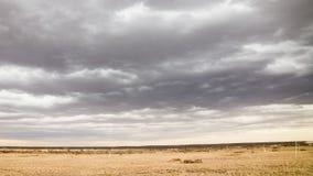 Inkommande moln nära Palmdale CA arkivfilmer