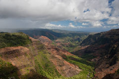 Inkommande regn på den Waimea kanjonen Fotografering för Bildbyråer