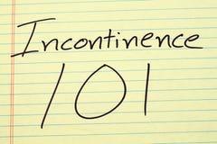 Inkontinenz 101 auf einem gelben Kanzleibogenblock Lizenzfreie Stockfotografie