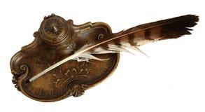 Inkpot bronzeo con la piuma Fotografie Stock
