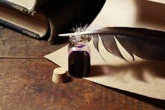 Inkpot e Quill Pen Fotografia de Stock