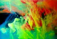 Inkt in water, kleurenabstractie, kleurenexplosie Stock Foto's