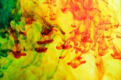 Inkt in water, kleurenabstractie, kleurenexplosie Royalty-vrije Stock Foto's