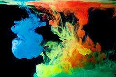 Inkt in water, kleurenabstractie, kleurenexplosie Royalty-vrije Stock Afbeeldingen