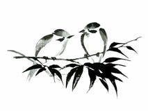 Inktillustratie van twee vogels op bamboe Stijl sumi-e Stock Foto's