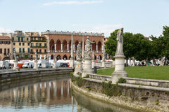 Inkvartera Amulea i den stora piazza av den Prato dellaen Valle också som är bekant som Ca-` Duodo Palazzo Zacco i Padua, Arkivfoton