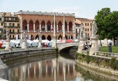 Inkvartera Amulea i den stora piazza av den Prato dellaen Valle också som är bekant som Ca-` Duodo Palazzo Zacco i Padua Royaltyfri Bild