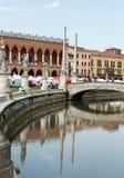Inkvartera Amulea i den stora piazza av den Prato dellaen Valle också som är bekant som Ca-` Duodo Palazzo Zacco i Padua Royaltyfri Fotografi