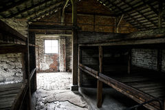 Inkvartera i en barack den inre vardagsrumkoncentrationsläger Auschwitz Birkenau KZ Polen Arkivfoto
