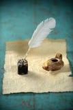 Inkwell και αρχαίος λαμπτήρας Στοκ φωτογραφία με δικαίωμα ελεύθερης χρήσης