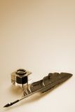 Inkwell y pluma Fotografía de archivo