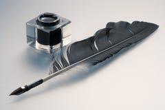 Inkwell y pluma Imagen de archivo libre de regalías