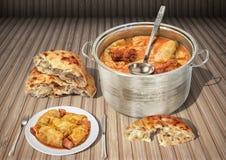 Inlagd kål Rolls som lagas mat med rökt Leavened Pitta för griskött Ham Chunks Served With Domestic tunnbröd sönderrivna Loave på fotografering för bildbyråer
