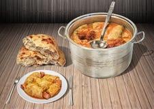 Inlagd kål Rolls som lagas mat med rökt Leavened sönderriven Pitta för griskött Ham Chunks Served With Domestic tunnbröd, släntra arkivbilder