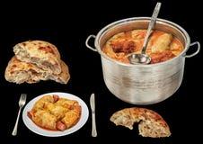 Inlagd kål välfyllda Rolls som tjänas som med Leavened sönderrivna Loaves för tunnbröd som isoleras på svart bakgrund royaltyfri foto