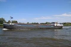 Inlands- frakt sänder på flodLek som transporterar seafreight till hamnar i Tyskland och Schweiz arkivfoto