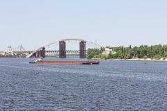 Inlands- fraktvattentransport royaltyfri foto