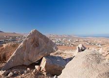 Inlands- Fuerteventura, trachyte på Tindaya Arkivfoton