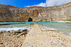 Inlands- hav på Dwejra, Gozo, Malta, bred vinkel Royaltyfri Fotografi