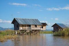 Inle湖的一个传统缅甸房子在一个晴天 缅甸 库存照片