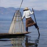 腿划船渔夫- Inle湖-缅甸 图库摄影