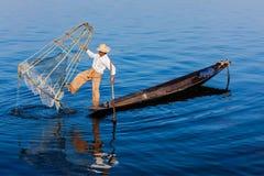 Inle湖的传统缅甸渔夫 免版税图库摄影