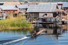 Inle湖的木浮动村庄在单老,缅甸 免版税库存照片