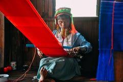 Inle湖的Padaung部落长的脖子夫人 图库摄影