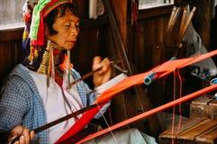 Inle湖的Padaung部落长的脖子夫人 库存照片