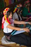 INLE湖,缅甸- 2014年11月30日:一个未认出的女孩  免版税图库摄影