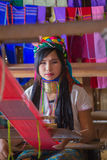 INLE湖,缅甸- 2014年11月30日:一个未认出的女孩  免版税库存照片