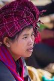 INLE湖,缅甸- 2014年12月01日:一名未认出的妇女 图库摄影