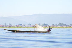 INLE湖,缅甸- 2015年11月15日:Intha人拥有Th 库存图片