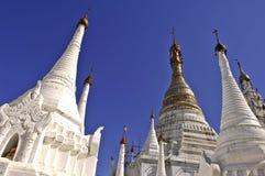 inle jeziorni stupas Myanmar Obraz Stock