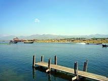 Inle jezioro z niebieskim niebem Fotografia Royalty Free