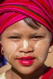INLE-MEER, MYANMAR - November 30, 2014: een niet geïdentificeerd meisje binnen Royalty-vrije Stock Fotografie