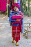 INLE-MEER, MYANMAR - November 30, 2014: een niet geïdentificeerd meisje binnen Stock Afbeelding